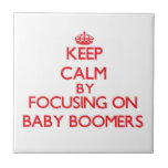 Guarde la calma centrándose en nacidos en el baby azulejo