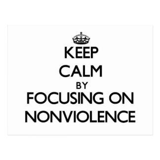 Guarde la calma centrándose en Nonviolence Tarjeta Postal