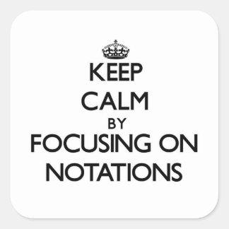 Guarde la calma centrándose en notaciones pegatina cuadrada