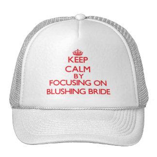 Guarde la calma centrándose en novia de gorros bordados