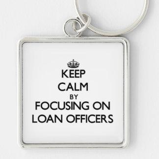 Guarde la calma centrándose en oficiales de présta