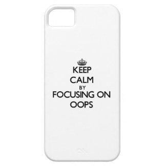 Guarde la calma centrándose en Oops iPhone 5 Case-Mate Fundas