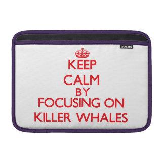 Guarde la calma centrándose en orcas fundas MacBook
