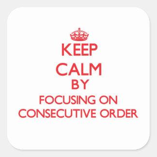 Guarde la calma centrándose en orden consecutiva pegatina cuadrada