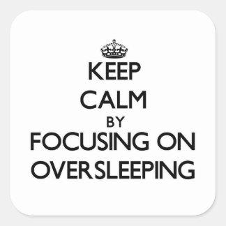Guarde la calma centrándose en Oversleeping Calcomania Cuadrada Personalizada
