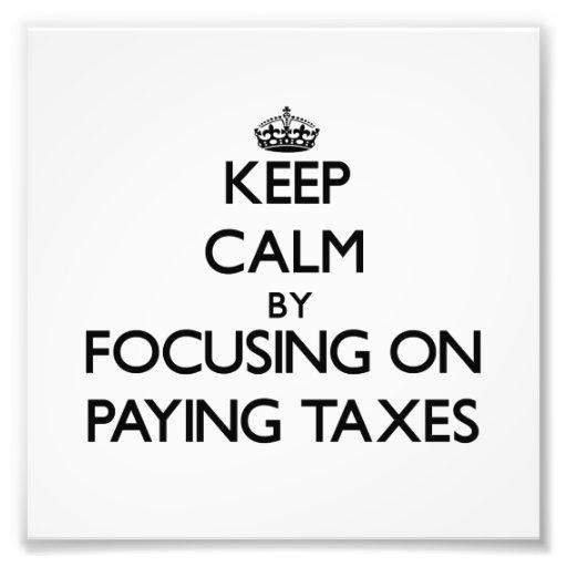Guarde la calma centrándose en pagar impuestos fotos