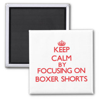 Guarde la calma centrándose en pantalones cortos iman para frigorífico