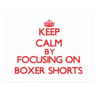 Guarde la calma centrándose en pantalones cortos postales