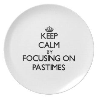 Guarde la calma centrándose en pasatiempos platos