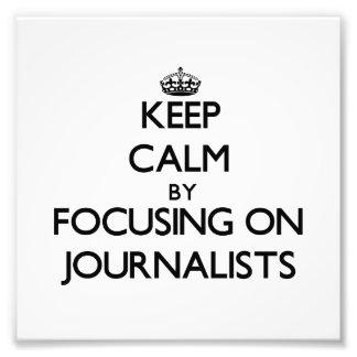 Guarde la calma centrándose en periodistas fotos