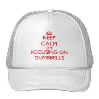 Guarde la calma centrándose en pesas de gimnasia gorro de camionero