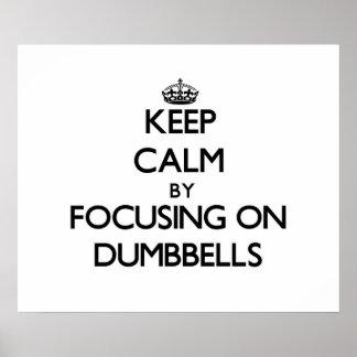Guarde la calma centrándose en pesas de gimnasia impresiones