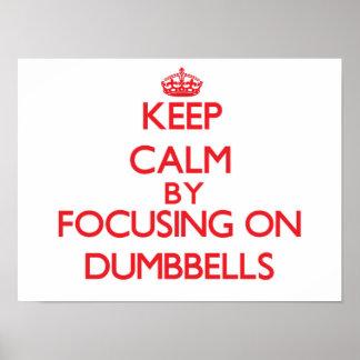 Guarde la calma centrándose en pesas de gimnasia posters
