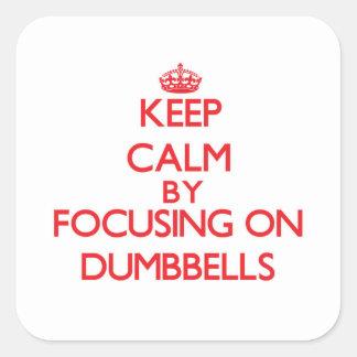 Guarde la calma centrándose en pesas de gimnasia colcomania cuadrada
