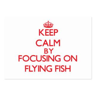 Guarde la calma centrándose en pez volador tarjetas personales