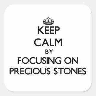 Guarde la calma centrándose en piedras preciosas pegatina cuadrada