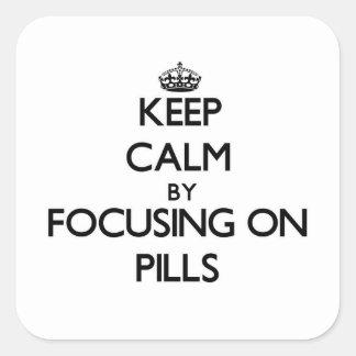Guarde la calma centrándose en píldoras pegatinas cuadradases