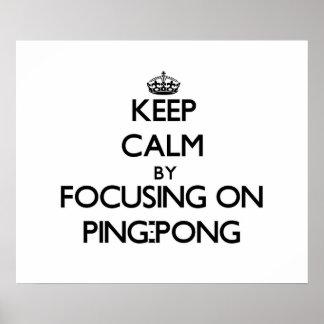 Guarde la calma centrándose en ping-pong poster