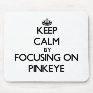 Guarde la calma centrándose en Pinkeye Alfombrilla De Ratón