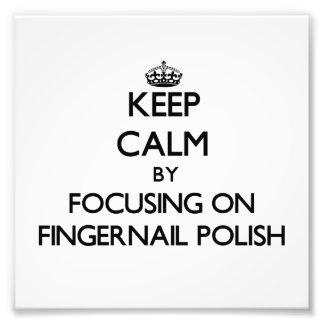 Guarde la calma centrándose en polaco de uña arte fotográfico