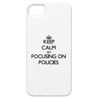 Guarde la calma centrándose en políticas iPhone 5 Case-Mate protectores