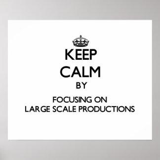 Guarde la calma centrándose en producciones del gr poster