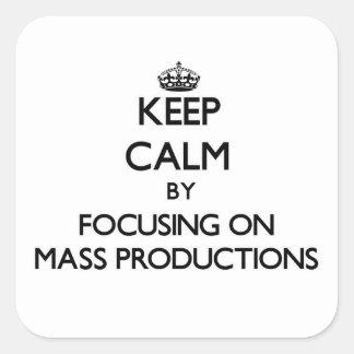 Guarde la calma centrándose en producciones en pegatina cuadrada
