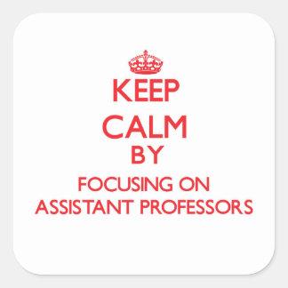 Guarde la calma centrándose en profesores adjuntos calcomania cuadradas