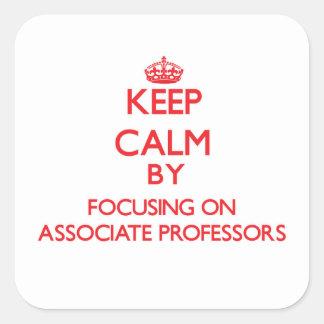 Guarde la calma centrándose en profesores adjuntos colcomania cuadrada