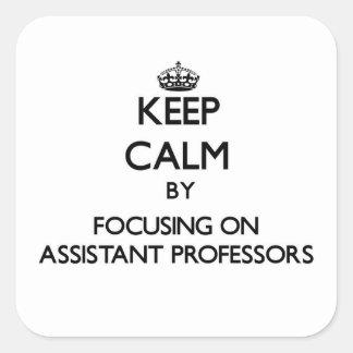 Guarde la calma centrándose en profesores adjuntos calcomania cuadrada personalizada