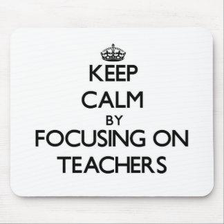 Guarde la calma centrándose en profesores alfombrilla de ratón