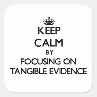 Guarde la calma centrándose en pruebas tangibles pegatina cuadrada