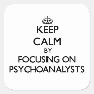 Guarde la calma centrándose en psicoanalistas colcomanias cuadradas personalizadas