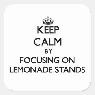 Guarde la calma centrándose en puestos de limonada pegatina cuadradas