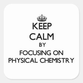 Guarde la calma centrándose en química física calcomanías cuadradas