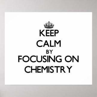 Guarde la calma centrándose en química posters