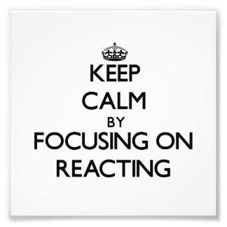 Guarde la calma centrándose en reaccionar impresiones fotograficas