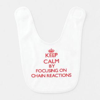Guarde la calma centrándose en reacciones en baberos para bebé