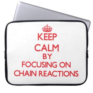 Guarde la calma centrándose en reacciones en funda computadora