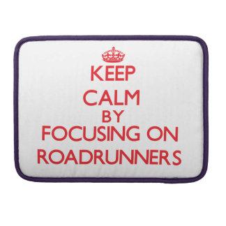 Guarde la calma centrándose en Roadrunners Fundas Para Macbook Pro