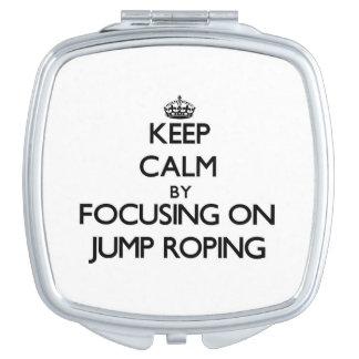 Guarde la calma centrándose en Roping del salto Espejo Compacto