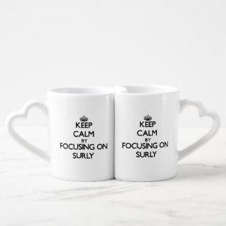 Guarde la calma centrándose en rudo tazas para parejas