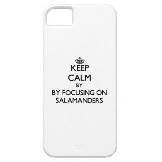 Guarde la calma centrándose en Salamanders iPhone 5 Case-Mate Fundas