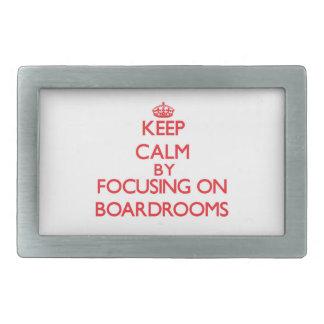 Guarde la calma centrándose en salas de reunión hebilla de cinturon