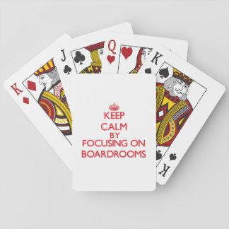 Guarde la calma centrándose en salas de reunión barajas de cartas