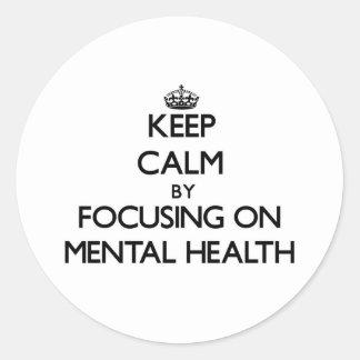 Guarde la calma centrándose en salud mental pegatina redonda