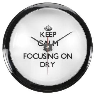 Guarde la calma centrándose en seco relojes aqua clock
