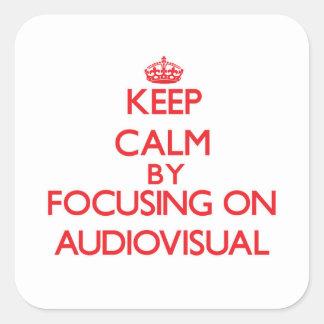 Guarde la calma centrándose en sector audiovisual pegatina cuadrada