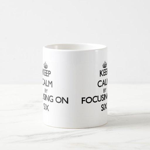 Guarde la calma centrándose en seis tazas