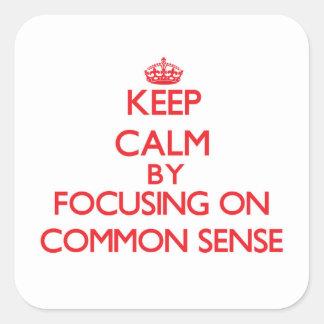 Guarde la calma centrándose en sentido común colcomanias cuadradas personalizadas